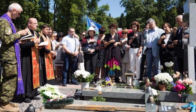 На прикладі Сліпака виховуватимуться покоління українців - Порошенко