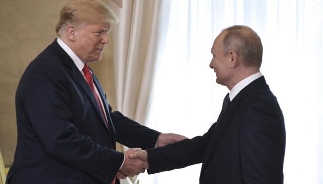 Камала Гарріс нагадала, як Трамп обнімається з диктаторами та довіряє Путіну