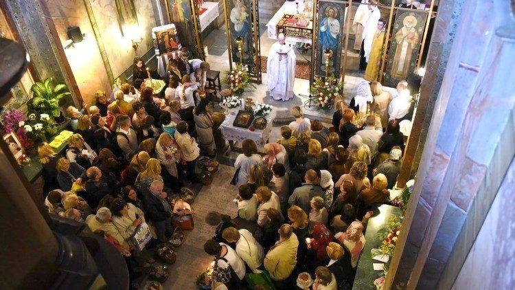 Богослуження в парафіяльному храмі святих Сергія і Вакха в Римі