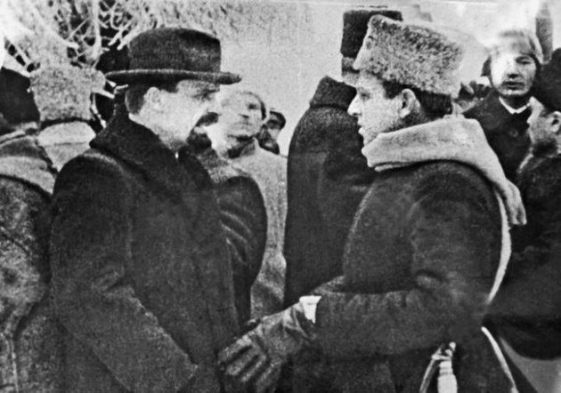 В. Винниченко та С. Петлюра під час параду українських військ на Софійській площі