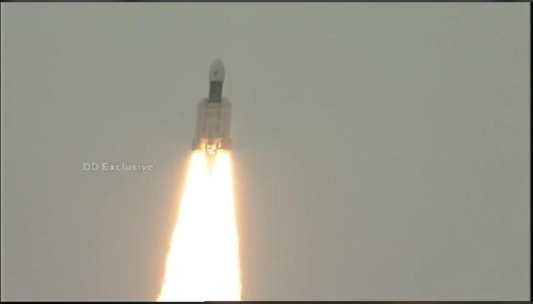 Индия запустила межпланетную станцию на Луну (ФОТО)