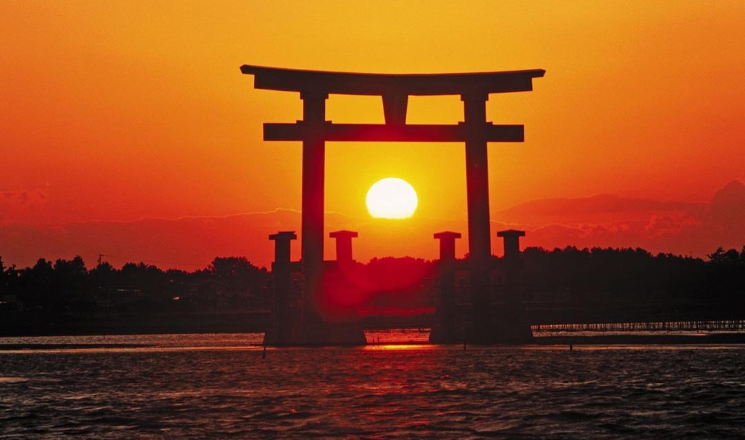 Сонце кожного дня починає свій шлях над планетою в японських широтах