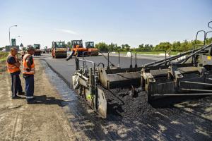 Украинцы платят за ремонт дорог вдвое больше словаков - эксперты