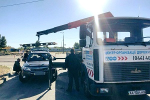 Евакуатори забирають зі столичних вулиць 50 авто за добу