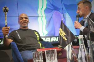 Кіберспорт: Майк Тайсон виграв фентезі-турнір серед легенд боксу