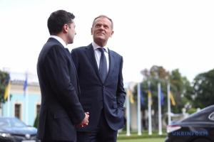 Zełenski rozmawiał z Tuskiem na temat powrotu Rosji do G7