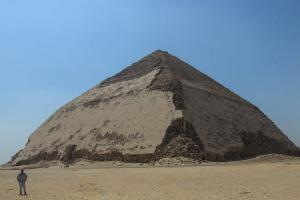 """Туристи зможуть потрапити до """"ламаної"""" піраміди в Єгипті"""