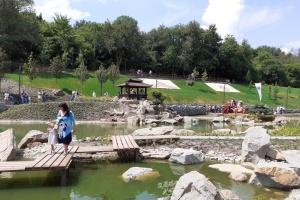 La partie mise au goût du jour du parc «Sofiyivka» d'Uman est devenue un jardin fantastique
