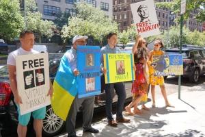 Украинцы в Нью-Йорке пикетируют консульство Италии из-за приговора Маркиву