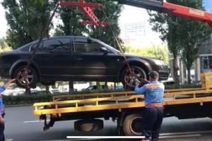 З центру Києва евакуювали понад 70 неправильно припаркованих авто