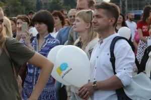 """В Харькове возле палатки """"Все для победы"""" прошла акция в поддержку языкового закона"""