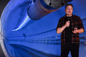 Маск: Можемо приземлитися на Місяці за два роки