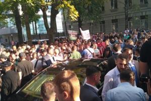 Харків'яни заблокували кортеж Зеленського, вимагаючи допомоги у розв'язанні проблем