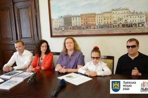Дитячі бібліотеки Львова поповнились книгами для незрячих читачів