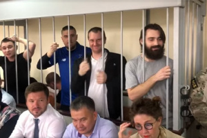 Rosja przedłużyła areszt marynarzy ukraińskich na kolejne 3 miesiące WIDEO