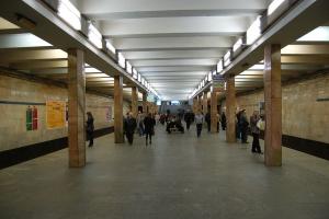 На Подолі у п'ятницю можуть обмежити вхід на дві станції метро