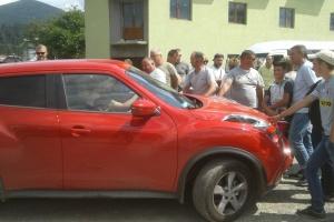 Перекрытие дороги на Прикарпатье: пропускают спецтранспорт и авто с беременными и детьми