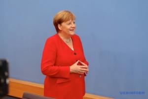 Меркель: Звичайно, будемо говорити про Україну на саміті G7