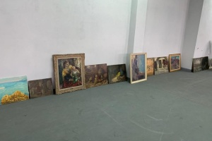 На Киевской таможне обнаружили почти 100 старинных полотен XIX века