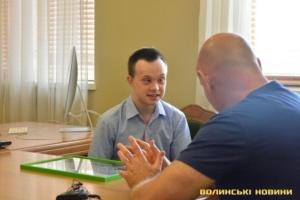 В Луцке бакалавр истории с синдромом Дауна получил работу экскурсовода в музее