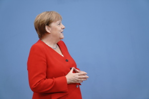 """Меркель встретится с тремя президентами с глазу на глаз до """"нормандского саммита"""""""