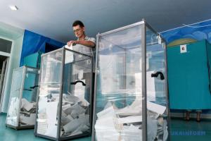 Sondeo a boca de urna nacional a las 20:00: Cinco partidos obtienen escaños en la Rada