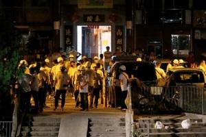 На демонстрантів у Гонконзі напали невідомі з кийками, 45 постраждалих