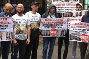 """Окупанти кличуть на """"розмову"""" кримських татар за пікет на Красній площі"""