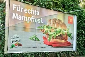 """Глава МВС Італії обурений """"мафіозною"""" рекламою McDonalds в Австрії"""