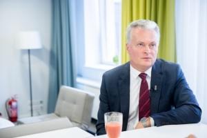 """Президент Литвы поздравил Зеленского с победой """"Слуги народа"""""""