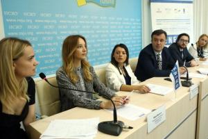 """Спостерігачі ENEMO хвалять українські вибори, але заявляють про порушення з """"гречкою"""""""