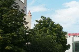 У Херсоні 5-річного малюка зняли з даху магазину