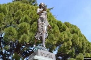 В оккупированном Крыму статую богини Флоры в ботсаду заменят бюстом Ленина