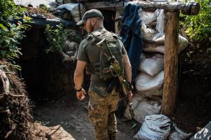 W ciągu ostatniego dnia najeźdźcy trzynaście razy ostrzelali stanowiska Ukraińskich Sił Zbrojnych w Donbasie