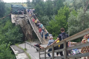 Reconstruction of Stanytsia Luhanska bridge broadcast live