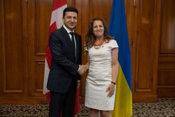 Selenskyj bei Treffen mit Außenministerin Kanadas Freeland: Kurs auf NATO- und EU-Mitgliedschaft unverändert