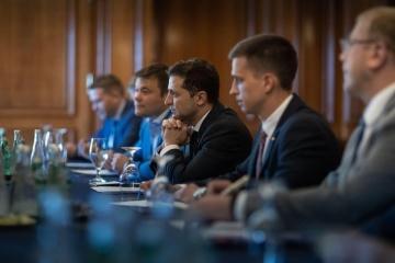 Selenskyj trifft sich mit kanadischen Parlamentariern. Verstärkung der Russland-Sanktionen auf Agenda - Foto