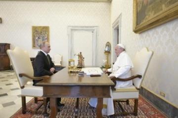 Pope and Putin discuss situation in Ukraine