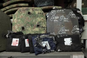 ウクライナ製防弾チョッキ:製造過程と性能テストの様子
