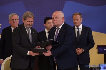 L'Ukraine et l'UE signent cinq accords financiers (photos)