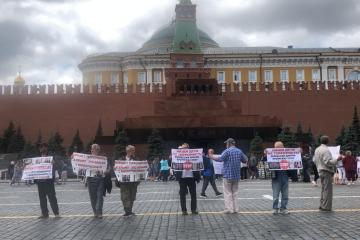 露モスクワ、クリミア・タタール人支持の集会参加者が治安機関に拘束