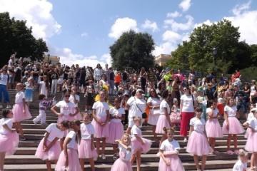 ポチョムキン階段にモデル500名が集合 オデーサ・ファッション・ウィーク開催