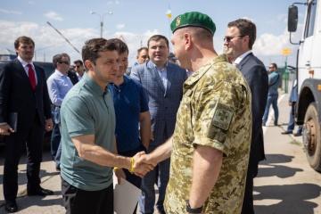 Zelensky: Acondicionamiento del puesto de control en la frontera administrativa con la Crimea ocupada debe completarse antes del 20 de diciembre