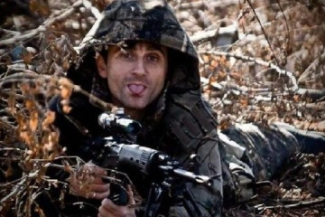 Sniper Deki who turned into a journalist