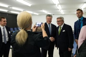 Poroshenko meets with 30 MEPs in Strasbourg