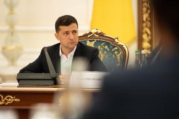 Zelensky tient une réunion à cause de l'escalade dans le Donbass