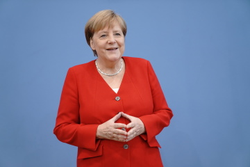 Merkel invites newly appointed Ukrainian PM Shmyhal to visit Germany