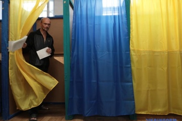 Voter turnout in five electoral districts is 13.61 percent