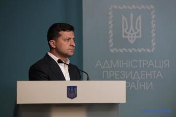 Zelensky a accordé la citoyenneté à 11 étrangers qui se sont battus dans le Donbass