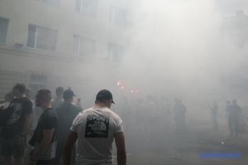 """Здание полиции Херсонщины забросали петардами и повесили табличку """"улица Гандзюк"""""""